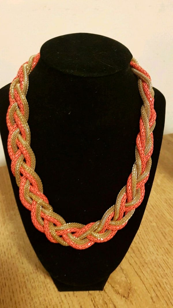 Coral and gold necklace e4d77362-438d-408c-8c87-fdbf877801b3