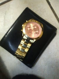 round gold analog watch with link bracelet Brampton, L6V 3X3