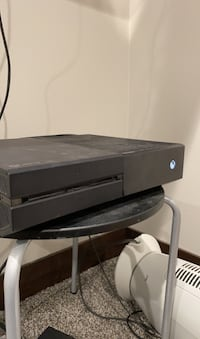 Xbox One 1tb (games and controllers) Sioux Falls, 57104