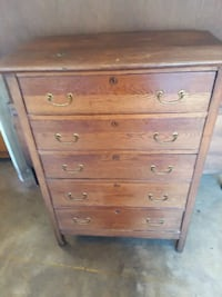 Antique dresser.  Stafford, 22554