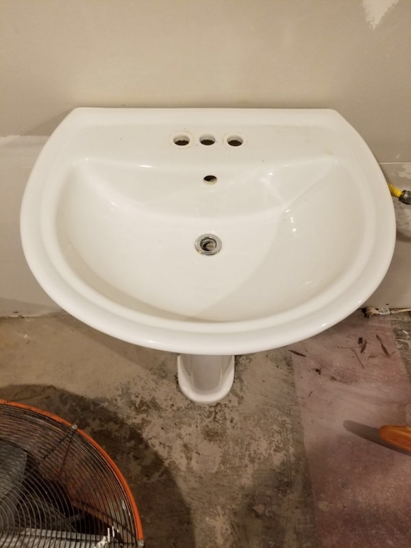 White pedestal sink with brush nickel faucet. In great shape f66a2dfd-ef5d-4c47-ac38-955d0965788c