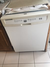 Maytag dishwasher used maybe 20 times. We're moving so need to sell this cheap and fast. Vaughan, L4J 5L7