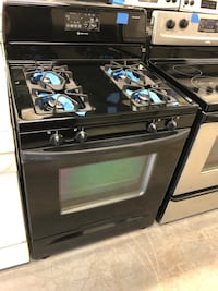 Whirlpool gas range in excellent conditions - very clean Baltimore, 21223