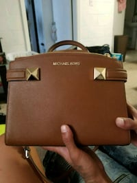 Michael Kors hand and shoulder bag  4806 mi