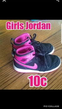 pair of black-and-pink Nike sneakers Liberty, 64068