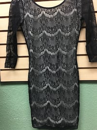 women's gray and black scoop neck elbow-sleeved dress
