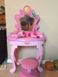 pink and purple vanity table Laval, H7R 4R4