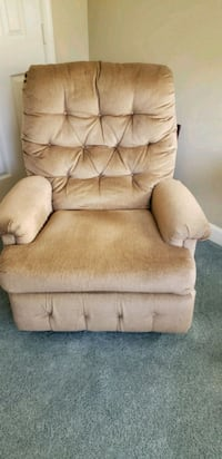 Lazy boy recliner in great shape.  59 km