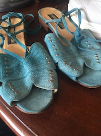 pair of blue-and-brown sandals Toronto, M9C 5J5
