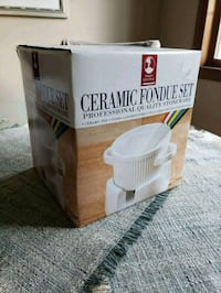 Ceramic fondue set 588 mi