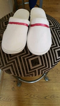 pair of white slippers size 6-7 2238 mi