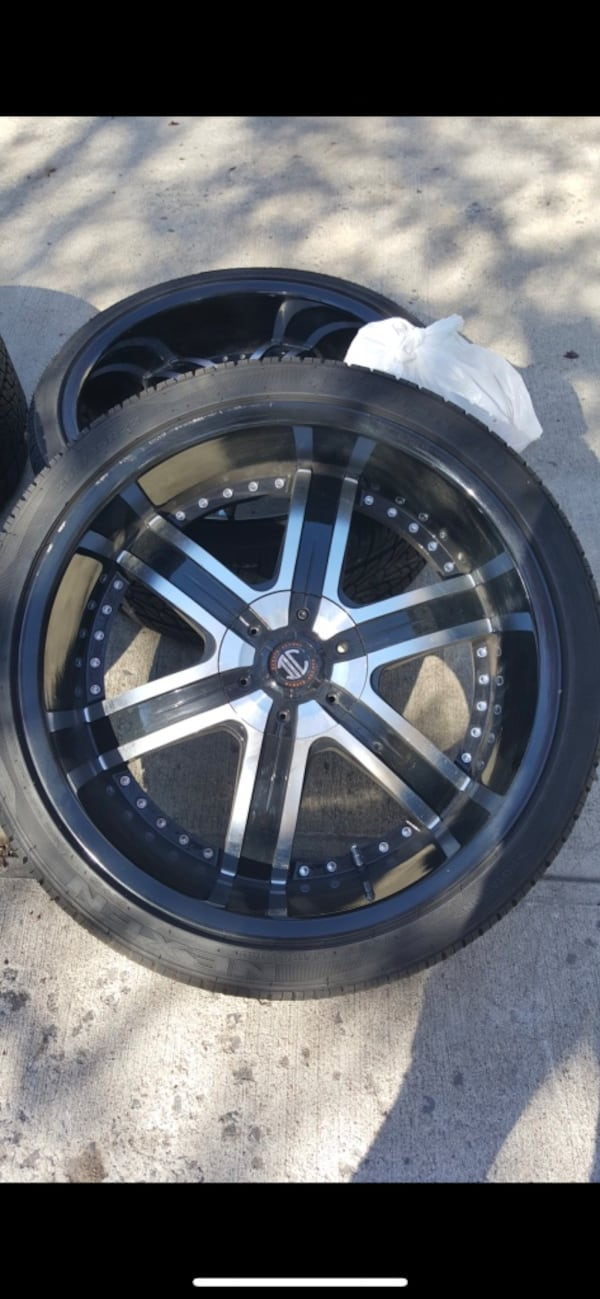 22 inch rims Crave Alloy. 5 lug nuts. Some of the screws missing but rim is in good condition 3f708190-6f4d-4771-a720-734abf996163