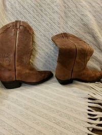 pair of brown leather cowboy boots 554 km
