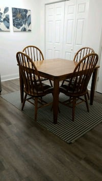 Square table with 4 chairs Pittsburgh, 15201