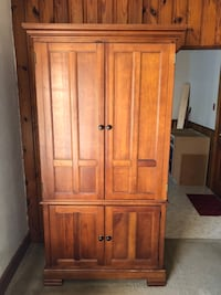 Solid Oak Hutch/Entertainment Center/Desk or Work Station