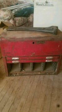 Antique tool box and industrial size hole punch?  Mesa, 85201