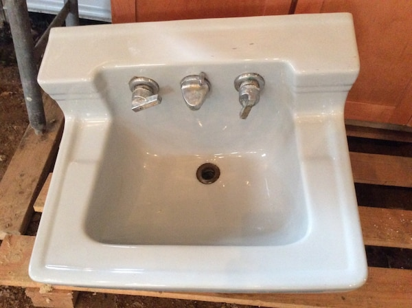 Heavy duty solid single sink 221/2 x 18