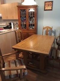 Table + 6 chaises + buffet en coin Longueuil, J3Y 8P2