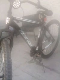 29in Mongoose mountain bike good conditions needs  Madera, 93638