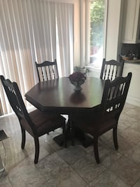 Solid wood table and 4 chairs Markham, L3T 6Z4
