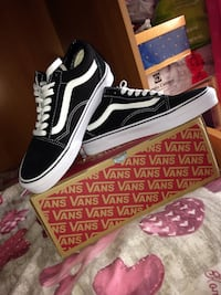 paio di sneakers basse Vans Oldskool nere con scatola Lecce, 73100