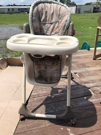baby's white and gray high chair Breaux Bridge, 70517