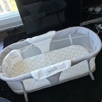 Baby's white and gray bassinet Toronto, M5V