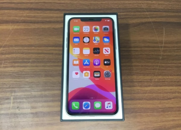 New apple iPhone 11 pro max 256gb unlocked  fbece34c-932e-4ffb-9602-06b002a8ac18