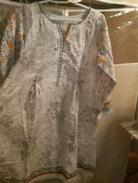 gray and white floral button-up sleeveless shirt Toronto, M1M 1R2