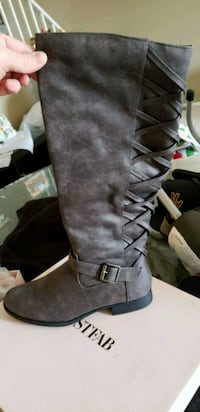 Knee high boots size 9 Peoria, 85383