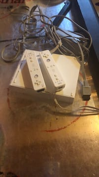 White nintendo wii console with controller Cambridge, N1R 8P4