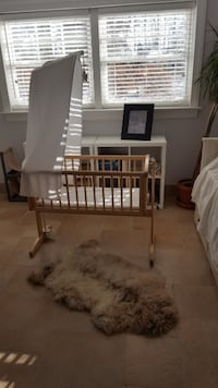 Mothercare Deluxe Gliding Crib - Natural Washington