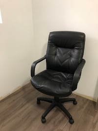 black leather office rolling armchair Surrey, V3W 1N8