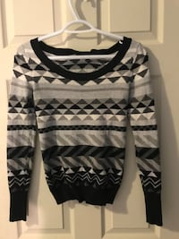 Women's white and gray scoop-neck sweater Ancaster, L9G 2A6