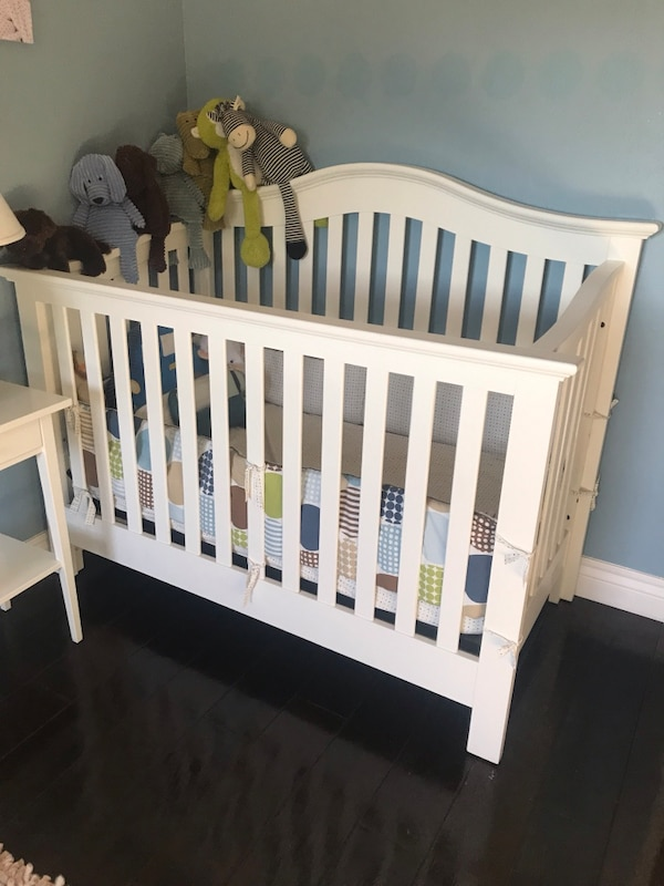 6e424c1c045 Used baby s white wooden crib for sale in Oakland - letgo