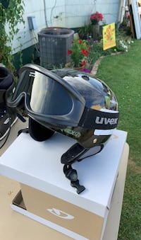 Snowboarding helmet and goggles. Very good condition   Greencastle, 17225