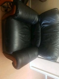 black leather padded recliner chair Surrey, V3T 5G8