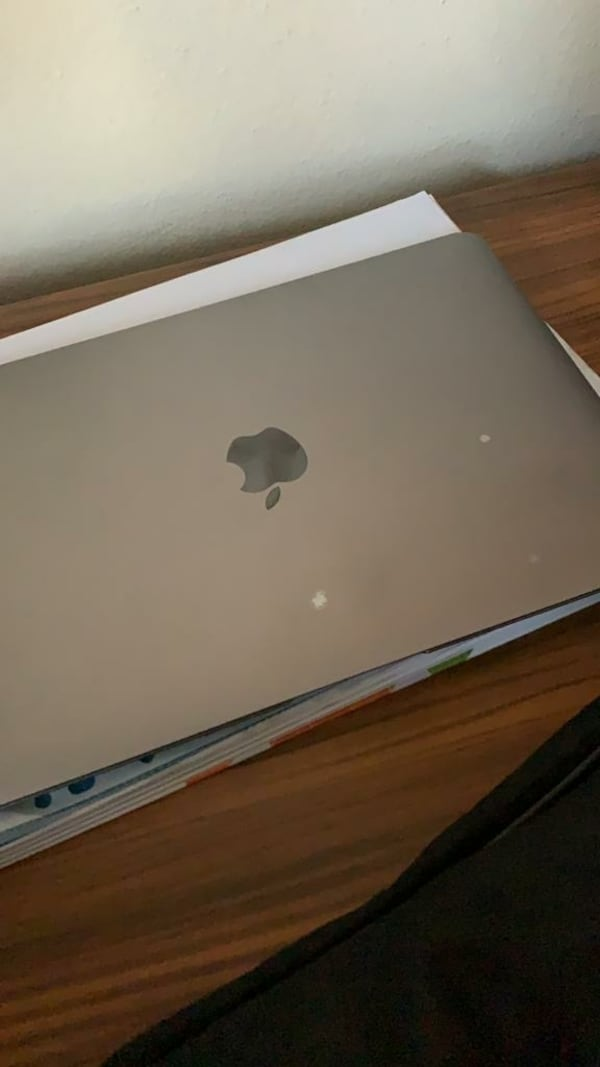 Apple macbook 12 e818395d-67db-425c-b019-4006cf36e3c7