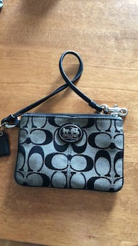 Coach wristlet Kitchener, N2H 3N9