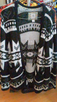 Like New Elements Sweater Size Sm London