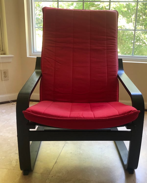 Red and black chair 32043fbc-fe4c-4e5d-868e-cd6071659718