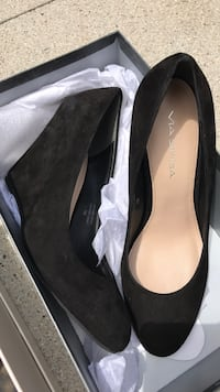 pair of black suede pointed-toe pumps Huntington Beach, 92646