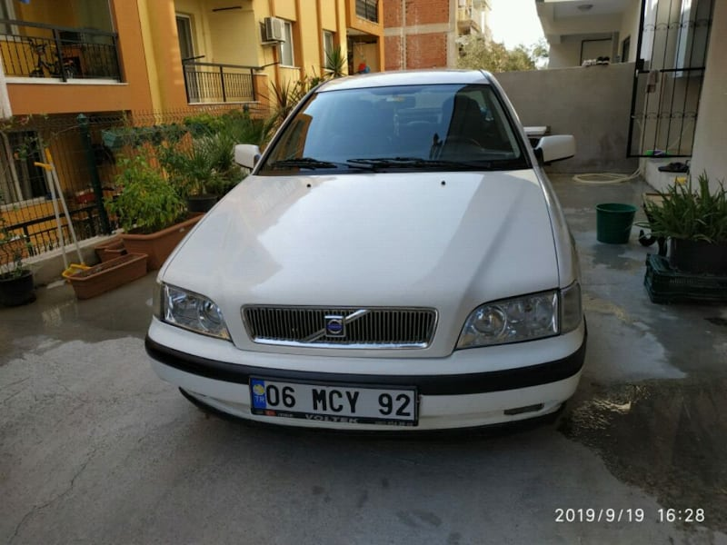 2000 Volvo S40 86bed876-6474-4aad-8453-56d1ad21b6e2