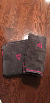 Brown and pink hearts towels  Oakville, L6M 0H8