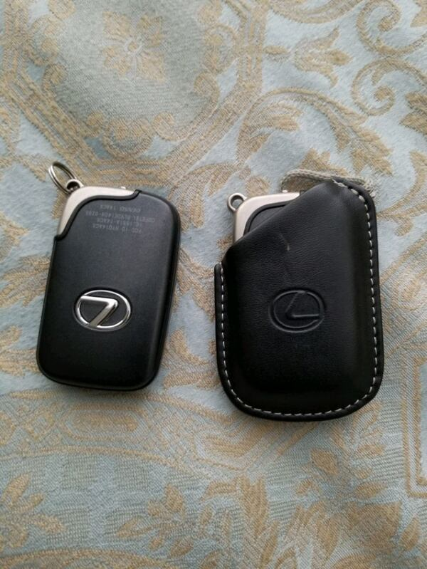 Lexus key fobs for LX, GX, RX, ES, IS ed9ea4e1-abdc-406a-a13d-18b81e963d6a