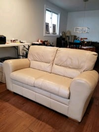 LEATHER LOVE SEAT London, N5Z 3A4