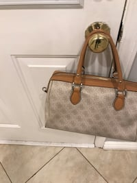 authentic guess bag good used comes from smoke and pat free Richmond Hill, L4B 4H9
