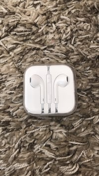 iPhone 7/8/X headphones  Ladner, V4K 2B9