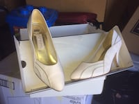Pair of white leather pointed-toe pumps McArthur, 96056