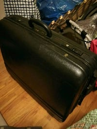 "Large plastic suitcase 27"" with wheels Silver Spring, 20910"